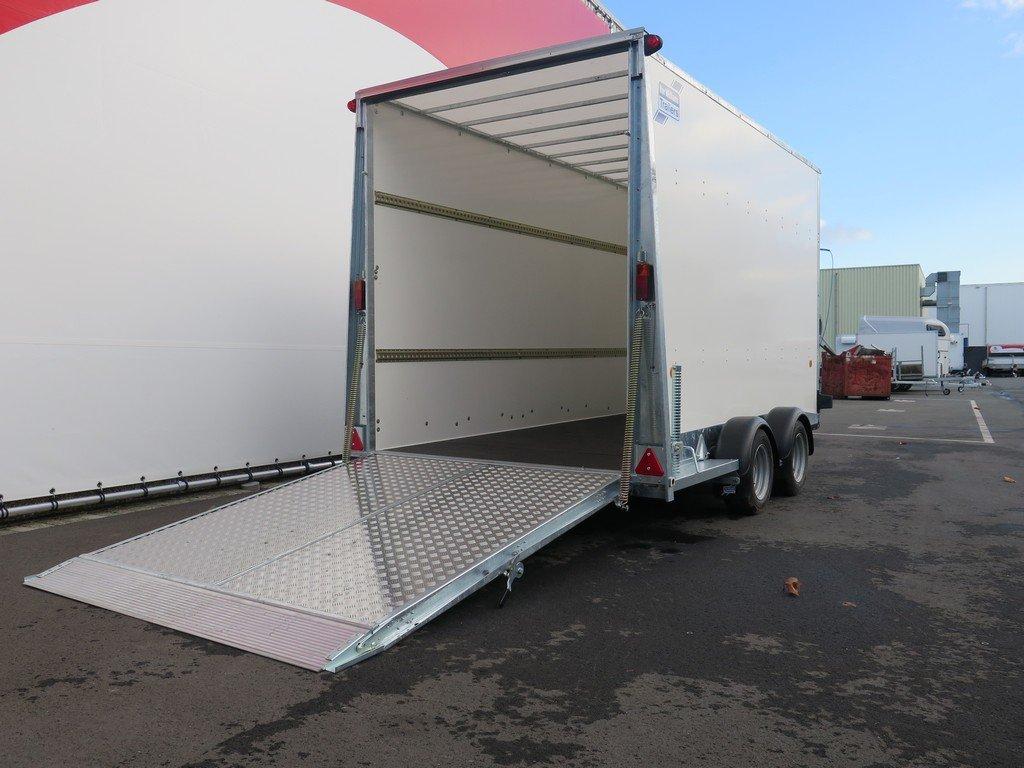 Ifor Williams gesloten aanhanger 364x173x214cm 3500kg Aanhangwagens XXL West Brabant 2.0 oprijklep Aanhangwagens XXL West Brabant