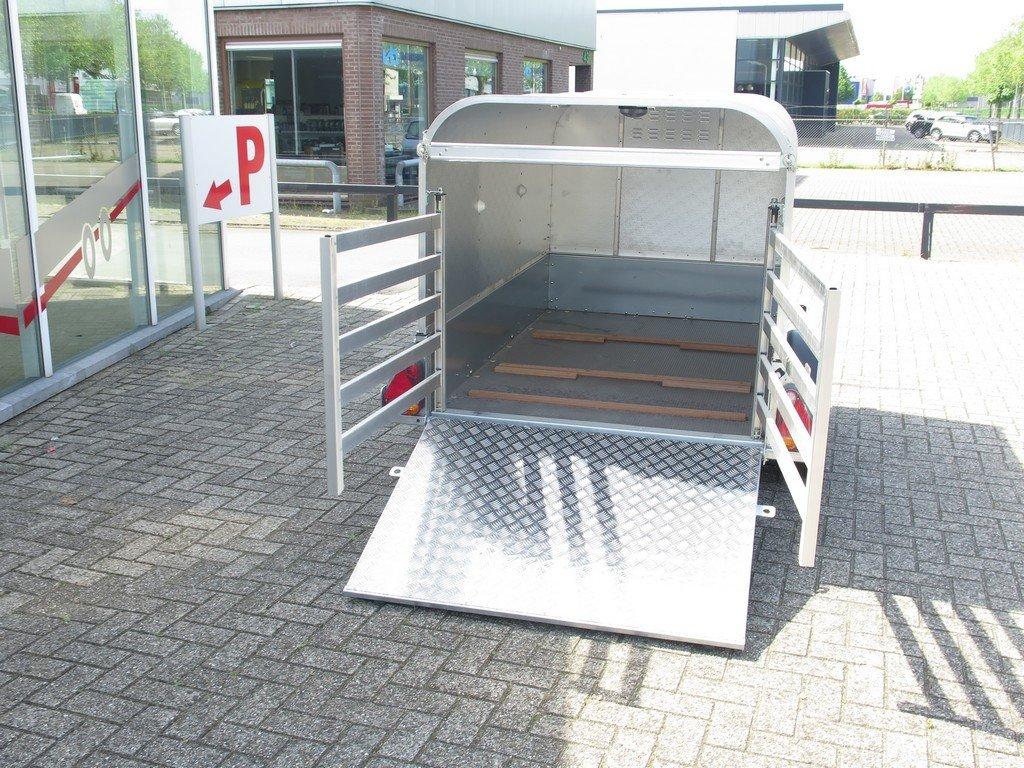 Ifor Williams veetrailer 221x121x112cm Aanhangwagens XXL West Brabant 2.0 achter hekken Aanhangwagens XXL West Brabant