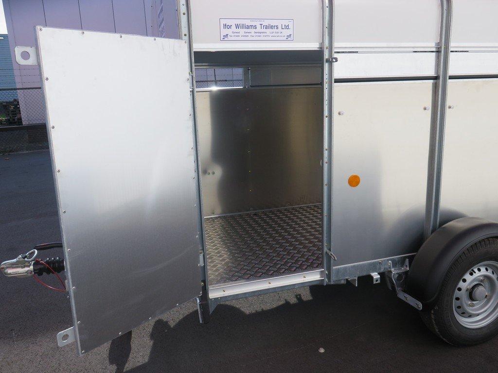 Ifor Williams veetrailer 244x121x153cm 1400kg Ifor Williams veetrailer 244x121x153cm 1400kg Aanhangwagens XXL West Brabant 2.0 zijdeur