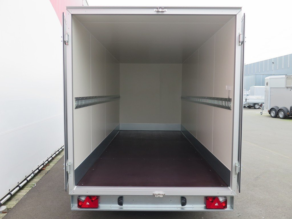 Proline gesloten aanhanger 425x175x190cm 2600kg Aanhangwagens XXL West Brabant achter open