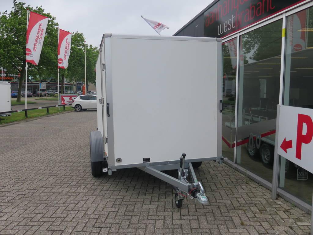Saris gesloten aanhanger 356x169x180cm 2700kg Aanhangwagens XXL West Brabant 2.0 voorkant Aanhangwagens XXL West Brabant