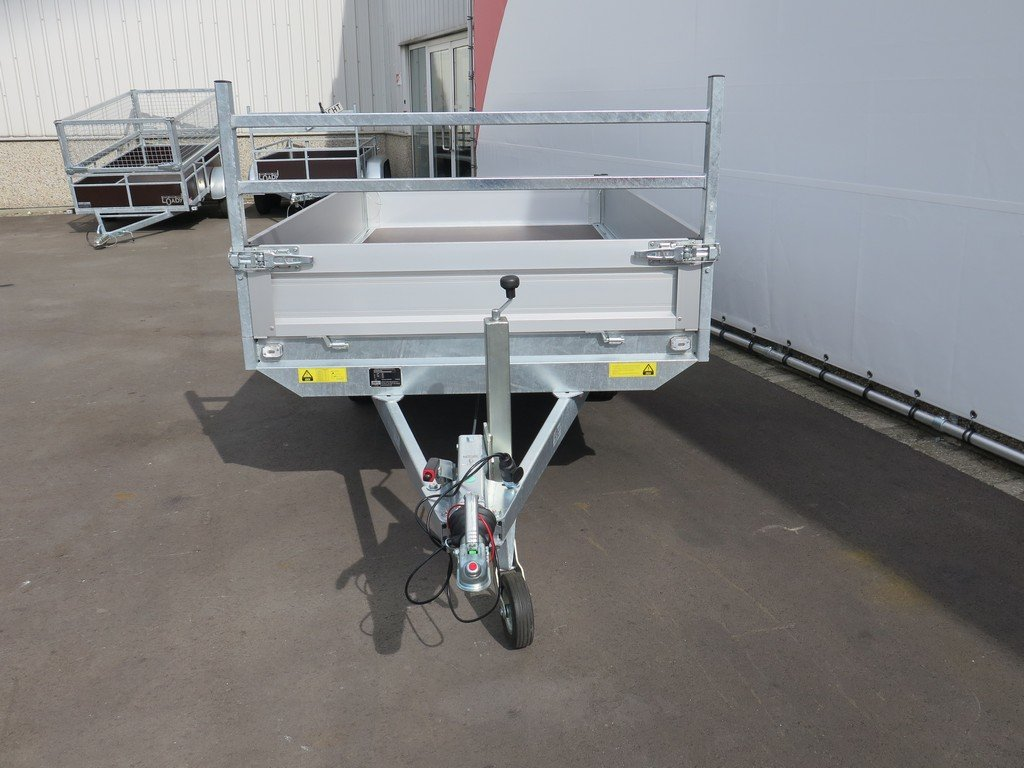 Saris plateauwagen 270x150cm 1350kg Aanhangwagens XXL West Brabant 3.0 voorkant Aanhangwagens XXL West Brabant