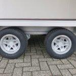 proline-gesloten-401x175x200cm-2500kg-gesloten-aanhangwagens-aanhangwagens-xxl-west-brabant-banden-2-0 Aanhangwagens XXL West Brabant