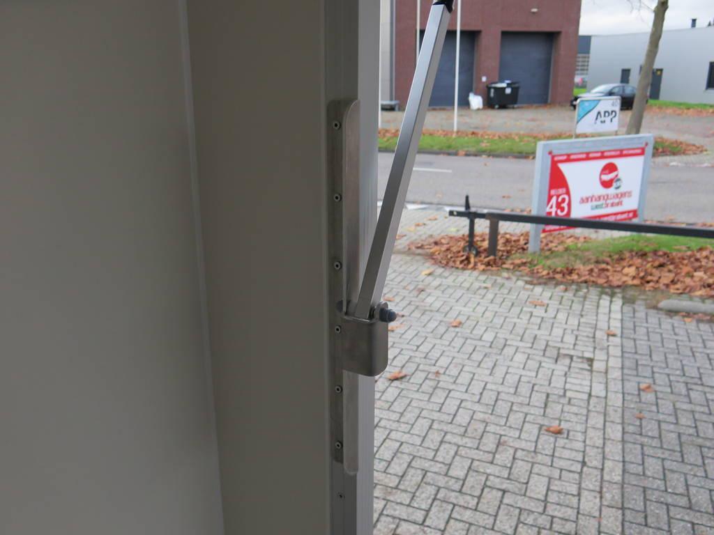proline-gesloten-401x175x200cm-2500kg-gesloten-aanhangwagens-aanhangwagens-xxl-west-brabant-vergrendeling-2-0 Aanhangwagens XXL West Brabant