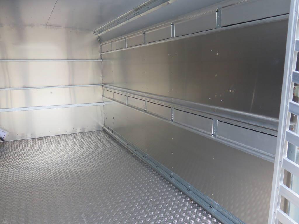 Ifor Williams veetrailer 366x178x183cm klep deur systeem veetrailers Aanhangwagens XXL West Brabant binnenkant Aanhangwagens XXL West Brabant
