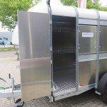 Ifor Williams veetrailer 366x178x183cm klep deur systeem veetrailers Aanhangwagens XXL West Brabant zijdeur open Aanhangwagens XXL West Brabant