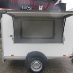 maatwerk-gesloten-aanhangwagen-voor-inbouw-compressor-251x132x150-1350kg-speciaalbouw-aanhangwagens-xxl-west-brabant-klep-open Aanhangwagens XXL West Brabant