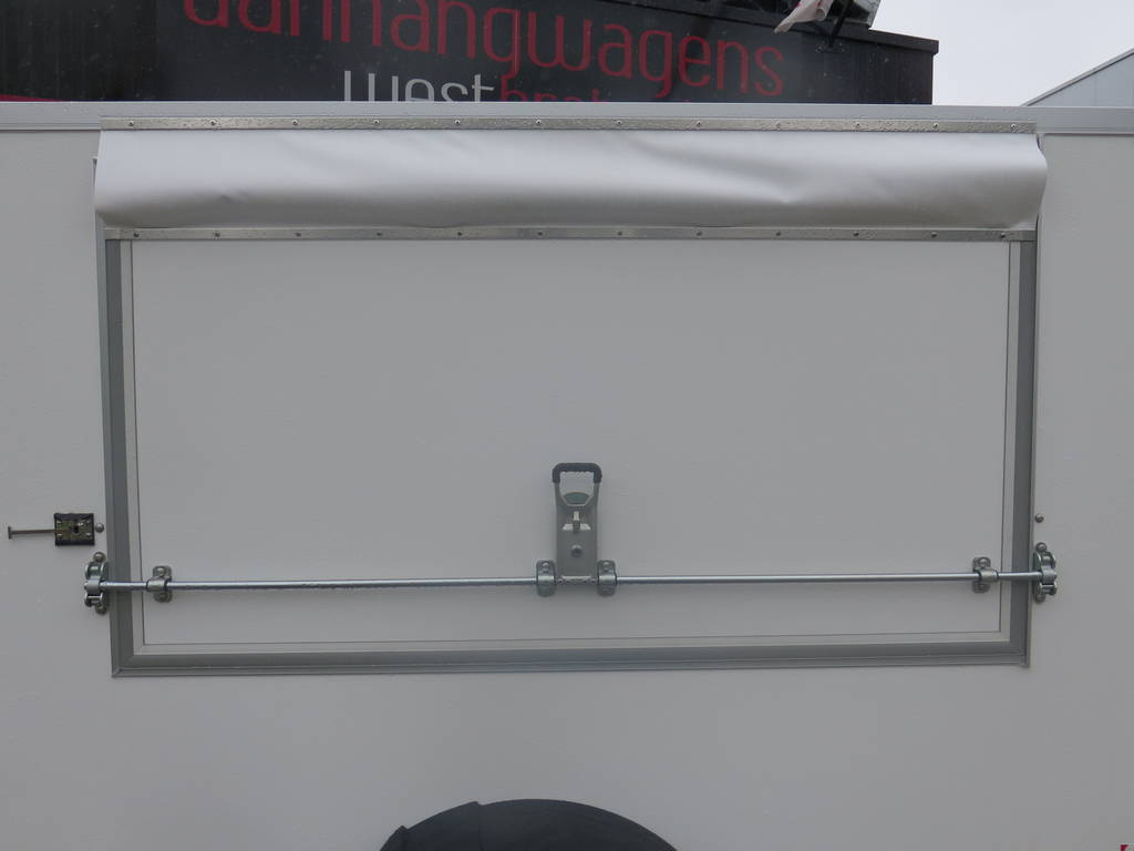 maatwerk-gesloten-aanhangwagen-voor-inbouw-compressor-251x132x150-1350kg-speciaalbouw-aanhangwagens-xxl-west-brabant-zijdeur-dicht Aanhangwagens XXL West Brabant