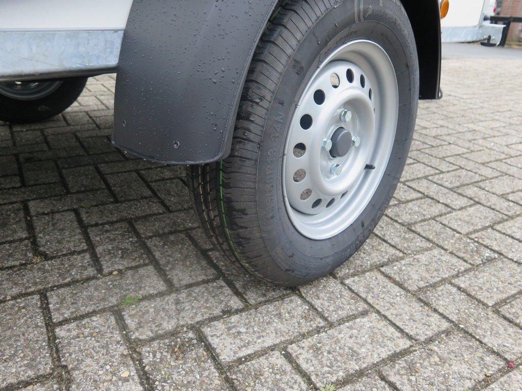 Easyline gesloten aanhanger 200x125x150cm 750kg Aanhangwagens XXL West Brabant band