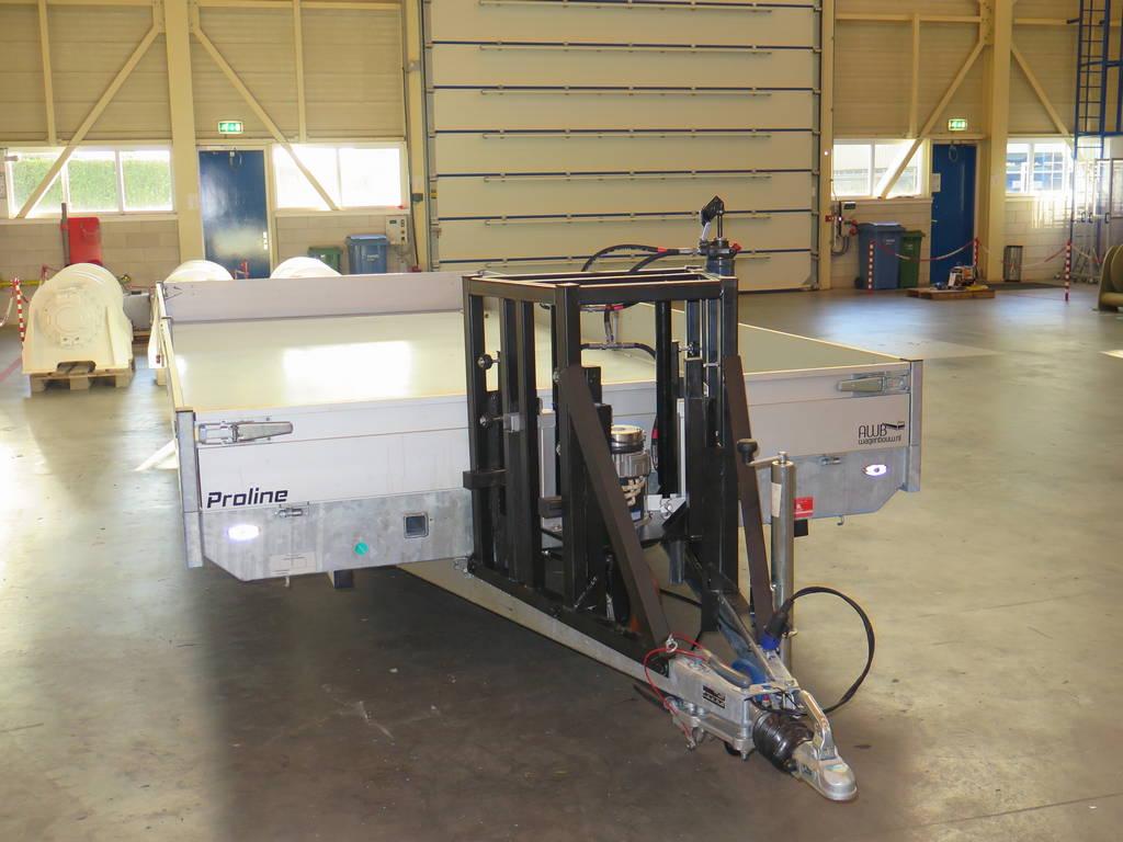 Maatwerk aanhangwagen met hydraulisch neuswiel maatwerk-aanhangwagen-met-hydraulisch-neuswiel-612x248cm-3500kg-speciaalbouw-aanhangwagens-xxl-west-brabant-voorkant-neus