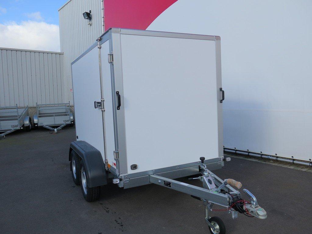 Saris gesloten aanhanger 256x134x150cm 2000kg Aanhangwagens XXL West Brabant 2.0 voorkant Aanhangwagens XXL West Brabant